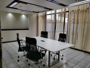 Espectacular oficina amueblada para 5 personas con serv...