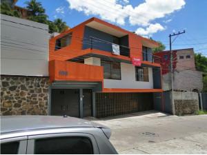 Hermosa Casa Atras de la Paloma