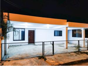Jardines de Miraflores casa de una planta en venta cerc...