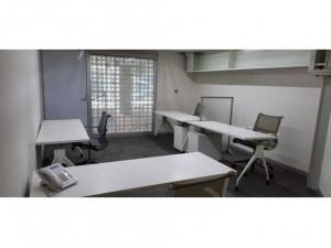 Oficina amueblada de 4 escritorios con todos los servic...