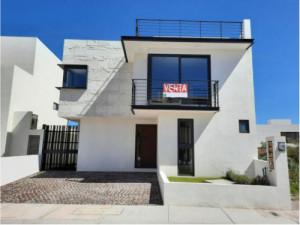 QH2 -185 Casa en venta en Zibata 4 recamaras, roof gard...