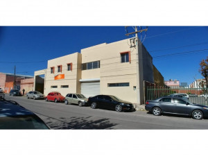 Edificio,bodega,oficinas y estacionamoento céntrico Ch...