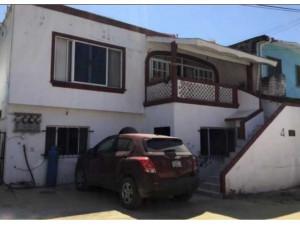 Casa con departamentos en manzanillo