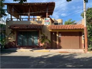 Casa Con Departamento y Local Comercial, Zihuatanejo Ce...