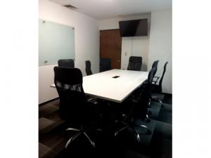 Sala de juntas con servicios en el cetro de Colima