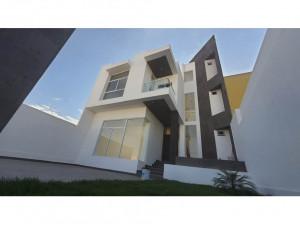 Casa NUEVA en Venta en Villa Magna 1era, CUENTA con 200...