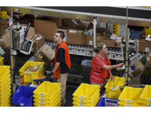 Los grupos de empresas de almacén hacen que los trabaj...