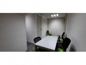 Oficina F: amueblada con 3- 4 escritorios y todos los s...
