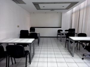 Oficina amueblada para 5 personas con servicios