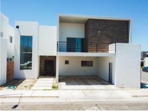 Casa en Venta Acceso Controlado al Norte Santerra Resid...