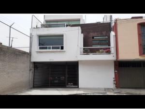 Gran casa en Fracc. Banco Puebla, Puebla.