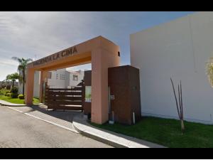 Casa en San Francisco Ocotlán (Ocotlán) MX20-JR4302