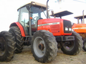 TRACTOR AGRICOLA MASSEY