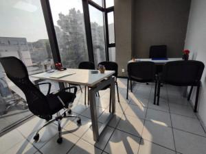 Oficina con servicios y amueblada par 2 personas